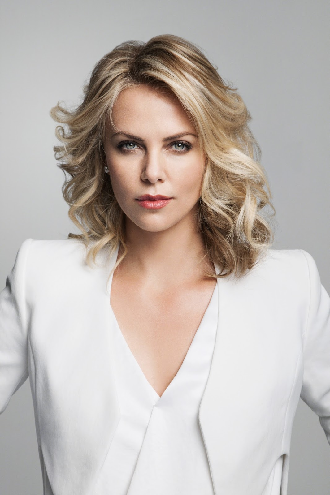 DRAGON: Women we love / Charlize Theron