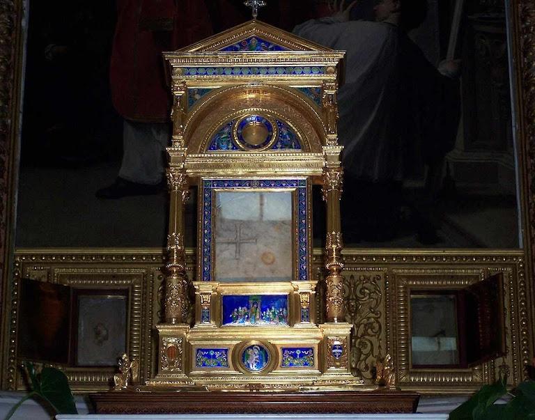 Altar com as relíquias menores do milagre eucarístico de Bolsena