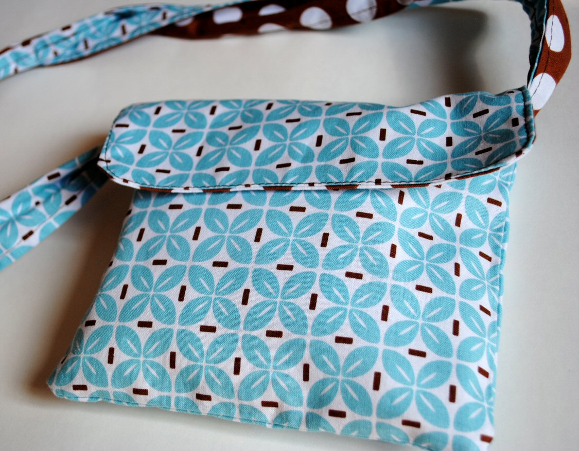 Diy Fat Quarter Projects Reversible Messenger Bag Tutorial Crazy Little Projects
