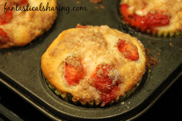 Strawberry Cheesecake Streusel Muffins // These strawberry muffins are layered with smooth cream cheese and cinnamon streusel. #recipe #muffins #breakfast