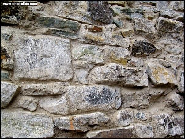 muro feito com pedras