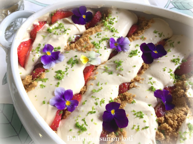 #mansikkatrifle #starberrytrifle #dessert #jälkiruoka #kesäherkku #mansikkaherkku #easydessert #helppojälkiruoka #nopeastihyvää
