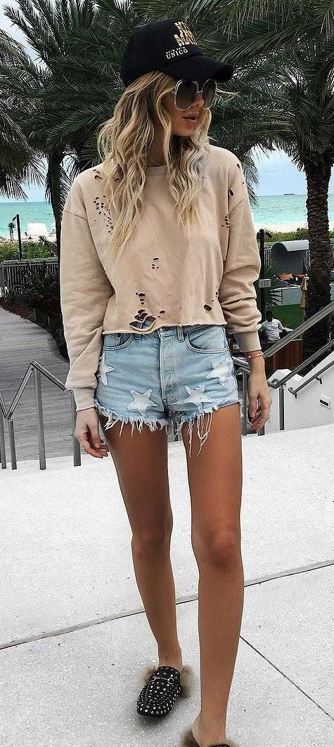 street style obsession: sweatshirt + denim shorts
