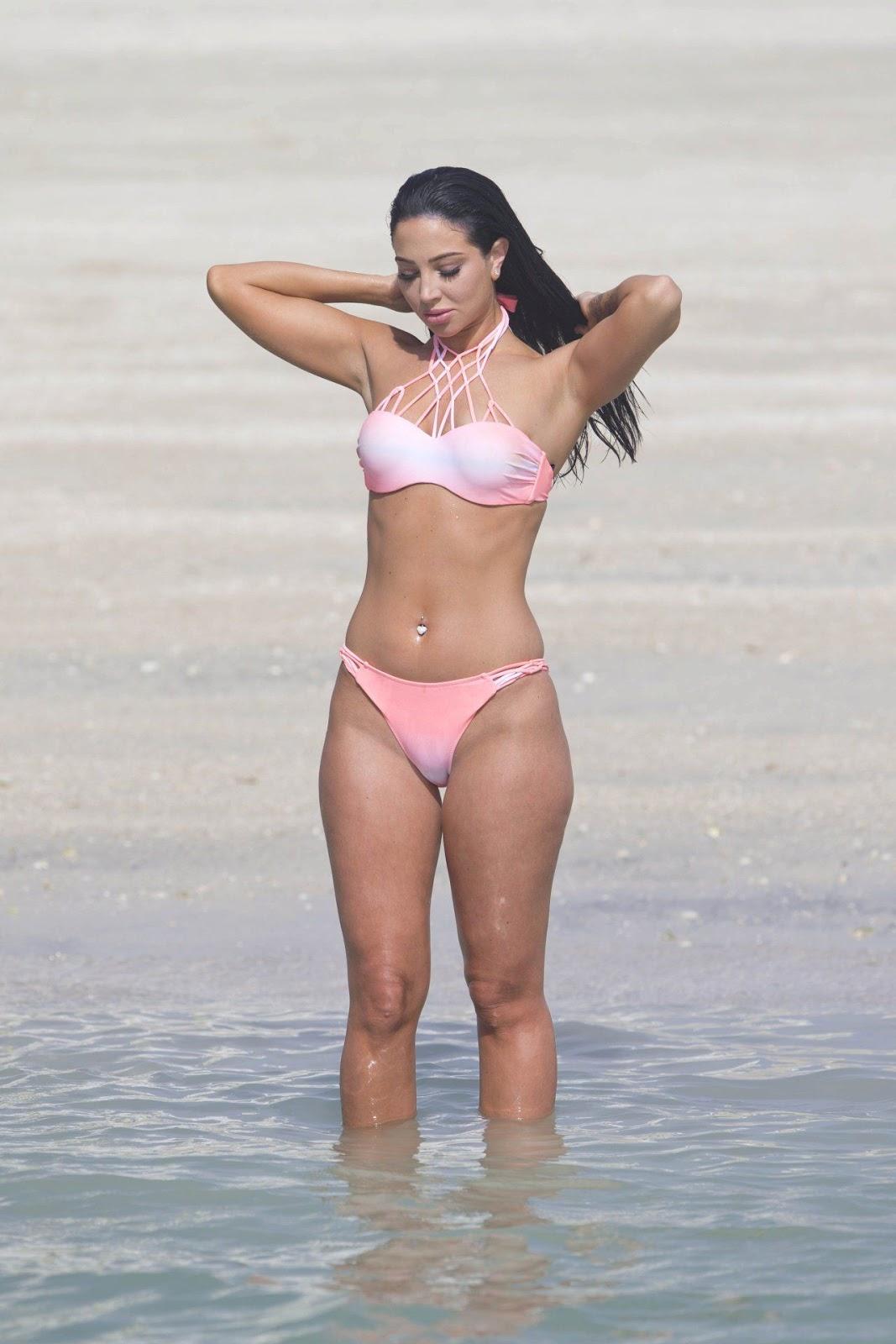 Tulisa flaunts bikini body in Dubai