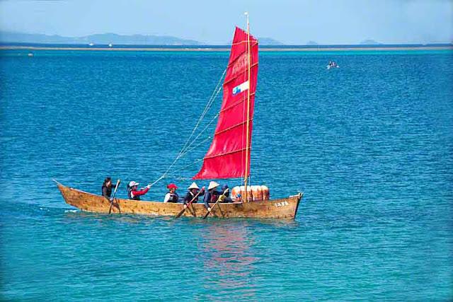 girls, sailing sabani boat, ocean