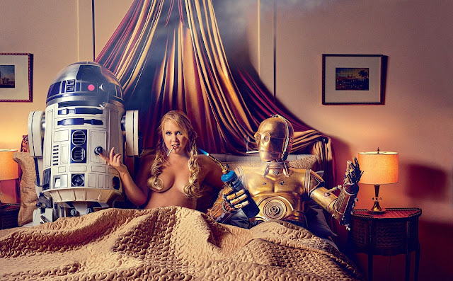 Amy Schumer tits out in bed with R2D2 and C3PO