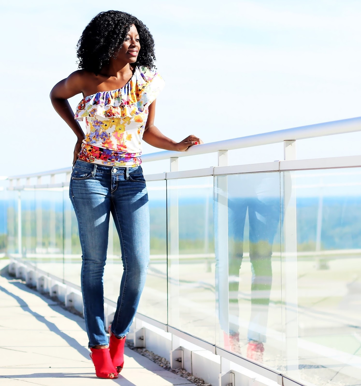 A CASUAL LOOK FOR MY ROOFTOP PATIO PARTY Wearing Forever 21 one-shoulder top & American Eagle Jeans
