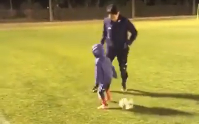 Shinji Kagawa shows no mercy even to a little kid