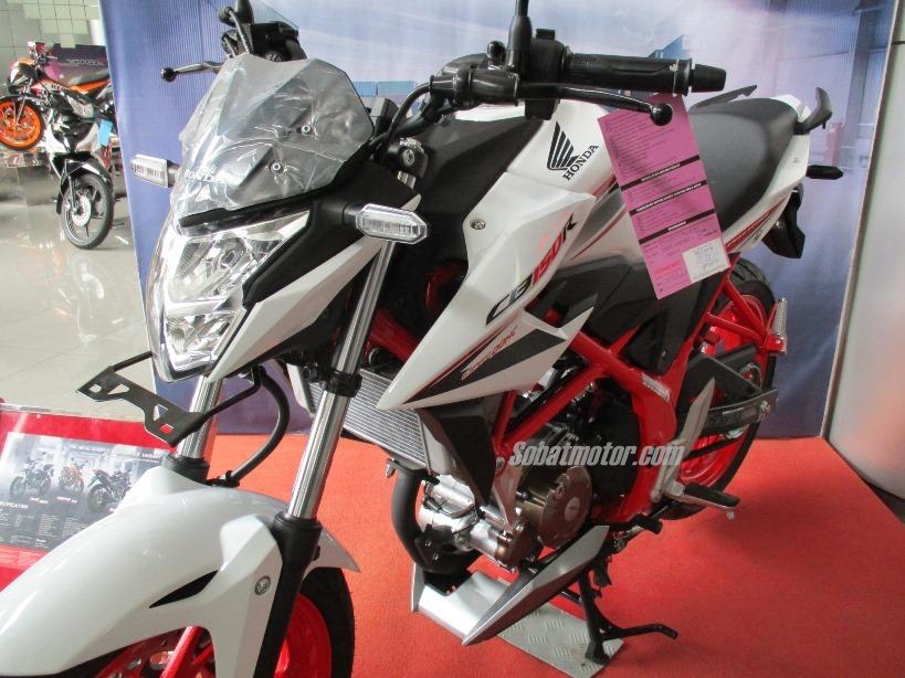 Di ekspor dari Indonesia, harga All New Honda CB150R Streetfire STD tembus 33 Jutaan di Filipina . . yang versi SE kok masih belum tiba ?