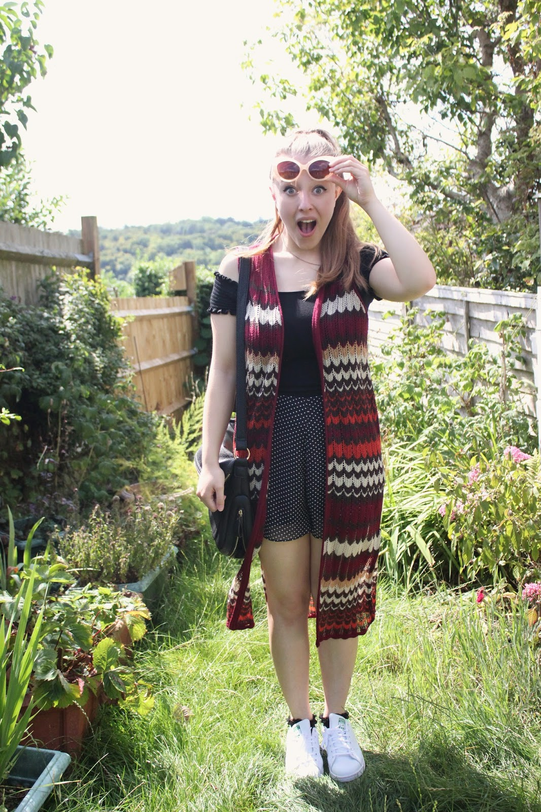 georgie-minter-brown-georgina-frequencies-fashion-blogger-ootd-outfit-clothes-new-look-sleeveless-cardigan-top-Morgan-shorts-Primark-Adidas-stan-smiths-pretty-little-thing-bag