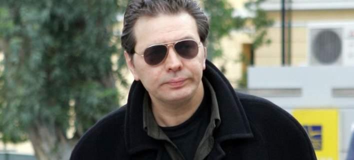 """Στην """"εξωτική και δημοκρατική Ελλάδα"""" ξανά  κυνηγούν τον Χίο -Γιατί του επέδωσε εξώδικο ο δικαστικός επιμελητής"""
