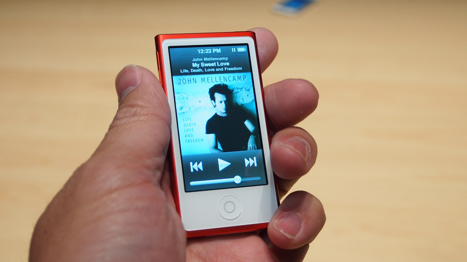 Apple iPod Nano (7th Generation) Gets Hands On Images ...