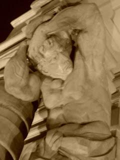 Escultura na Fachada do Teatro Municipal de São Paulo