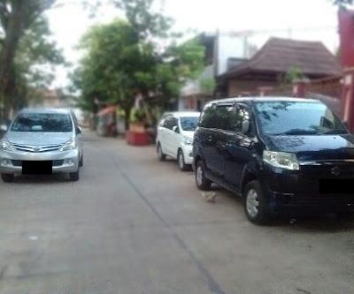 Parkir Sembarangan di Jalan Perumahan