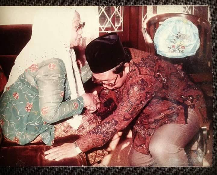 Nyai Sholihah, Ibu Gus Dur yang Tangguh dan Mandiri