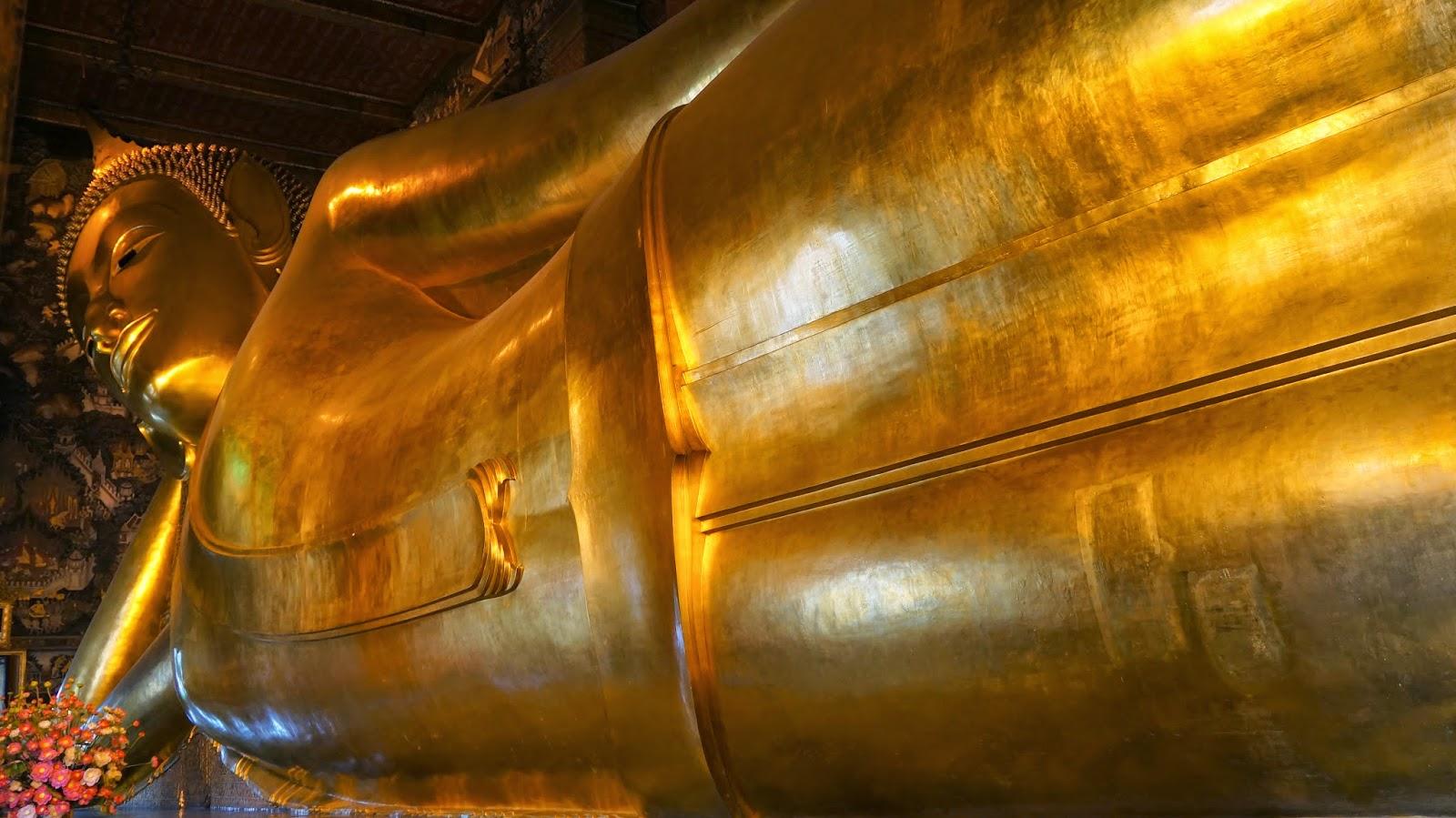The big reclining Buddha in Wat Pho