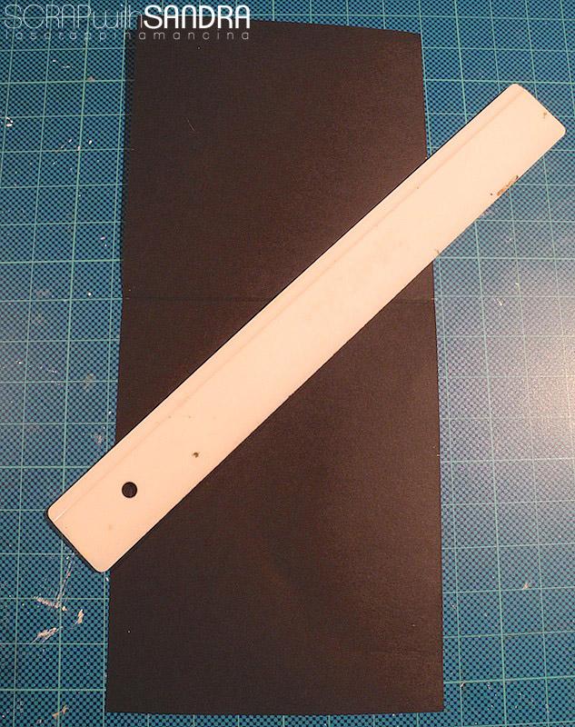 Ora cordoniamo le diagonali che risultano unendo i segni che abbiamo  tracciato. Io ho utilizzato la lama nera cordonatrice della taglierina  Fiskars f5cfcd901b85