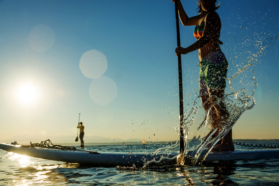 "Stand Up Paddling (Bild: ""Woman padding stand up paddle board"" von Terry_Schmidbauer / ID: 3061332 / photodune.net)"