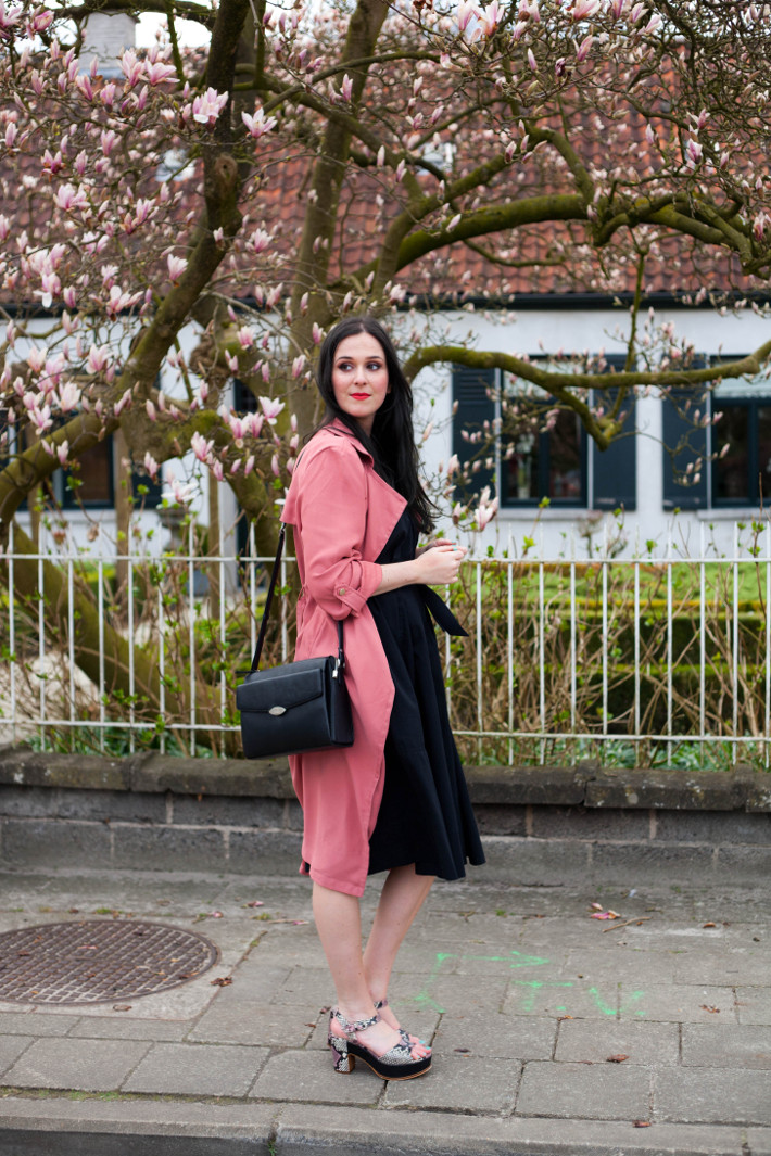 Outfit: Uniqlo x Lemaire sundress, pink trench, platform sandals