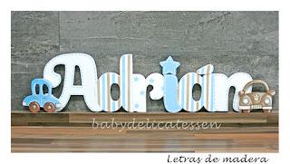 letras de madera infantiles para pared Adrián con siluetas de coches babydelicatessen