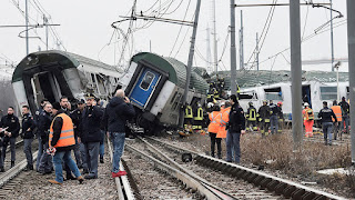 train derails near Milan