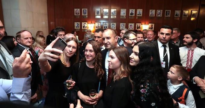 Президентът Радев се срещна с българската общност в Москва