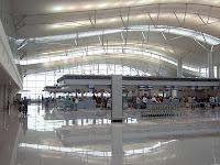 http://3.bp.blogspot.com/-wsz-Oa__pNg/T6Qk-8GhQcI/AAAAAAAAEO0/M-oBnbh8zCg/s1600/Vietnam_TanSonNhat_Airport_Check-In.jpg