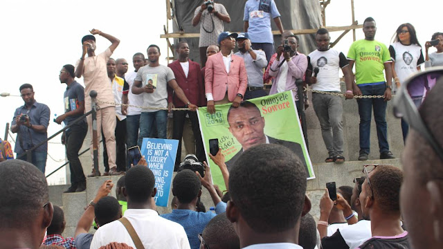 Crowd shuts down airport to welcome Presidential aspirant Omoyele Sowore