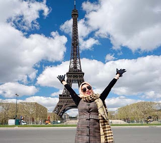 Maya Yuniar di Paris