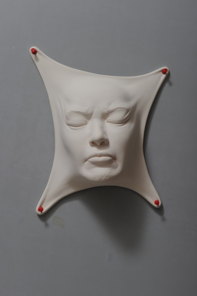 07-Johnson-Tsang-Ceramic-and-Porcelain-Faces-with-Multiple-Expressions-www-designstack-co