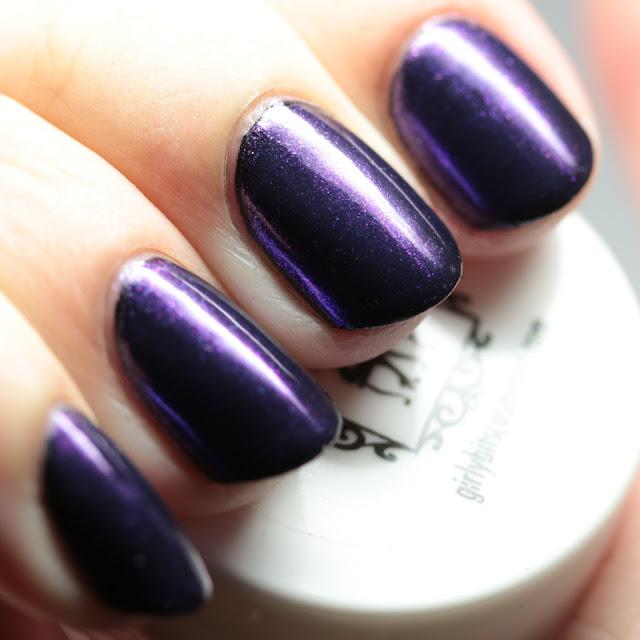 Girly Bits SFX Duo-Chrome Powder Majestic over black gel