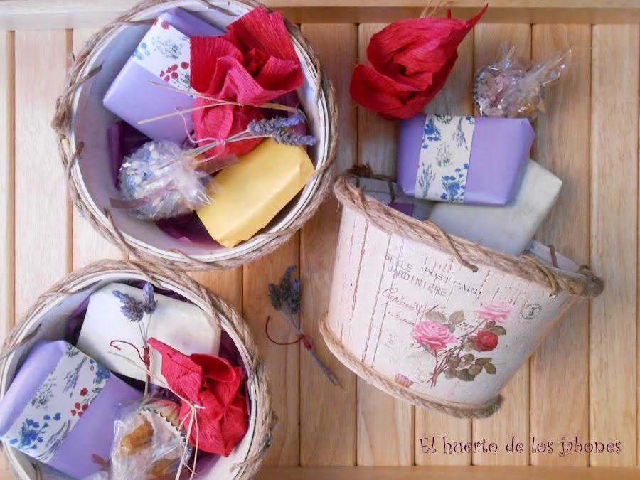 cestas regalo jabones y bálsamos