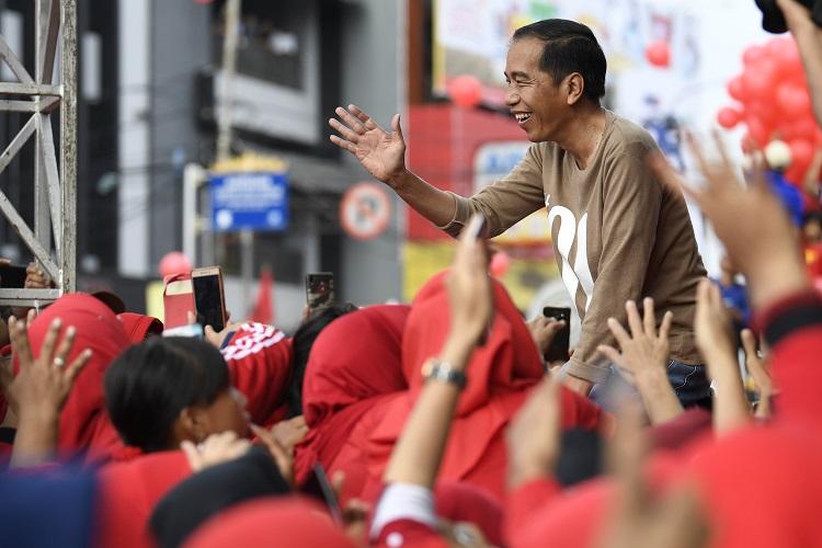 Berpose 2 Jari Pada Deklarasi Jokowi, Tiga Orang Diamankan