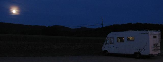 Folgueroles amb lluna plena, durant una pernocta