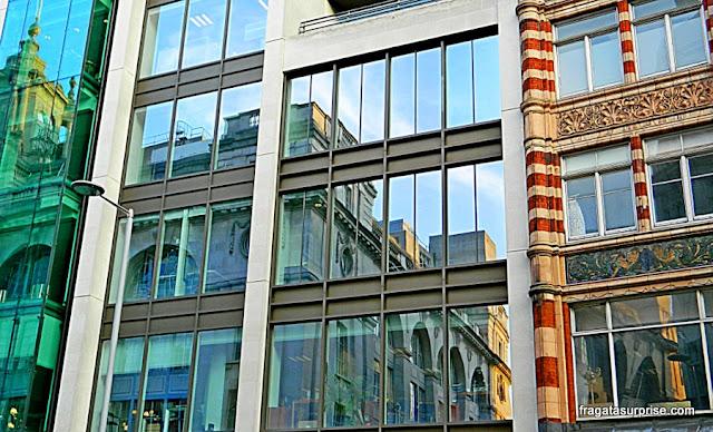 Londres, edifício em Kensington High Street