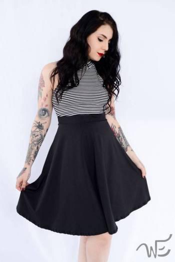7 dicas de moda feminina para baixinhas que amam saia midi