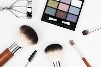 bisnis kosmetik, usaha kosmetik, kosmetik, alat rias, cara usaha kosmetik, kosmetik wanita
