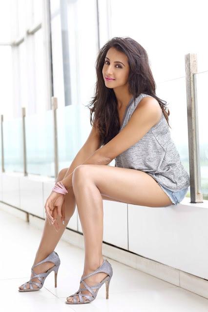 Telugu actress Sanjana hot photos