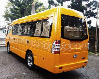 Sewa Isuzu Elf Long di Padang