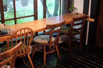 鳥取の古民家の喫茶店とギャラリー 歩とり 窓際のカウンター