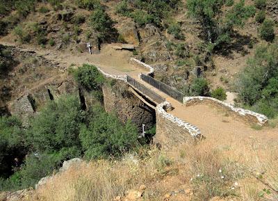 Puente sobre el Jarama en el sendero que une Roblelacasa con Matallana. Guadalajara