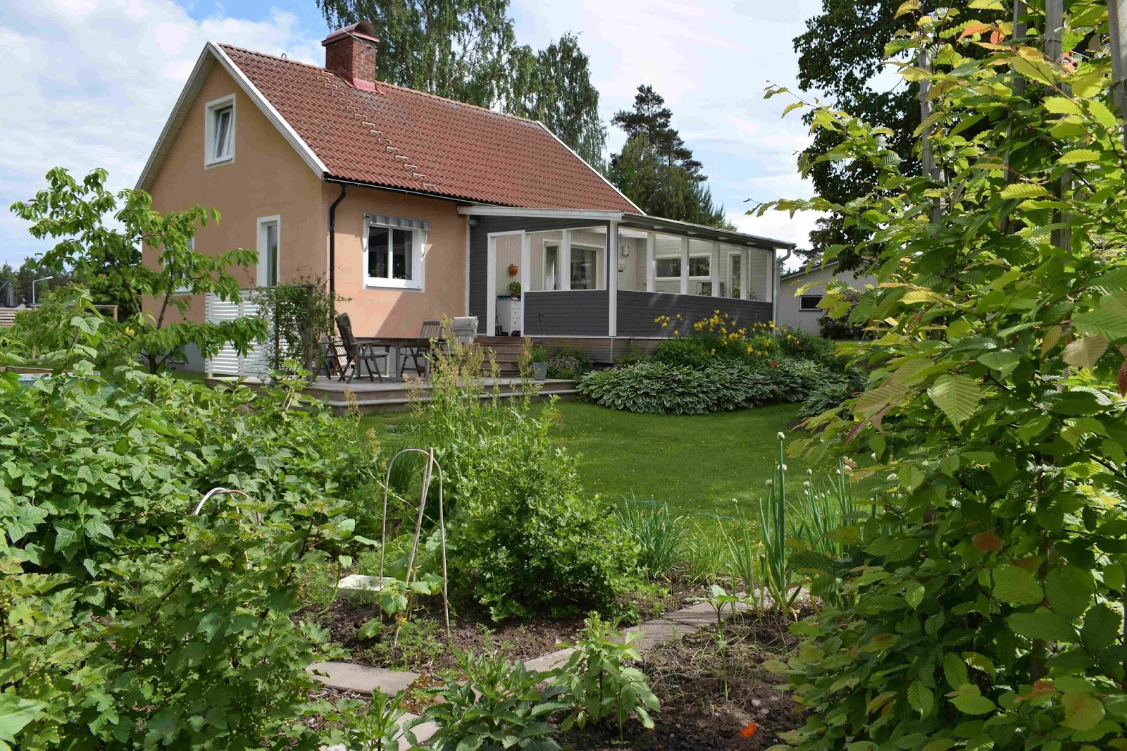 Rickardssons Rosor & Rabarber: Trädgården runt med vackra och ...