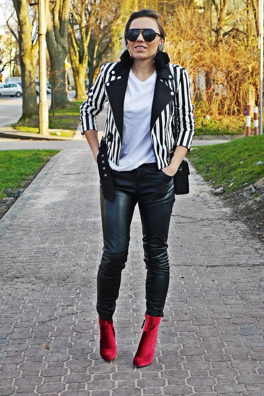 1_leather_pants_stripes_biker_jacket_red_velvet_white_tshirt_karyn_blog_modowy_111217f