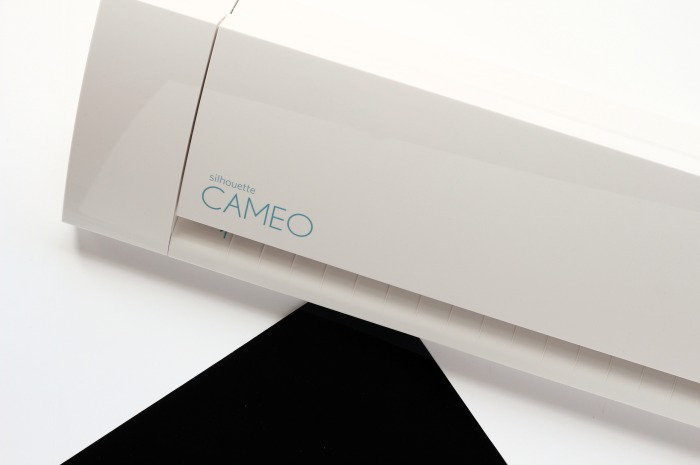 Cutting Vinyl with the Silhouette Cameo | pitterandglink.com