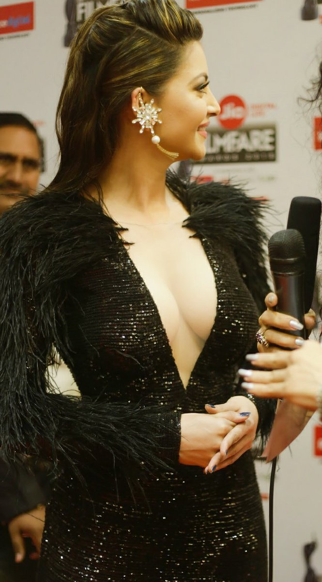 Beautiful Urvashi rautela at Jio Filmfare Awards