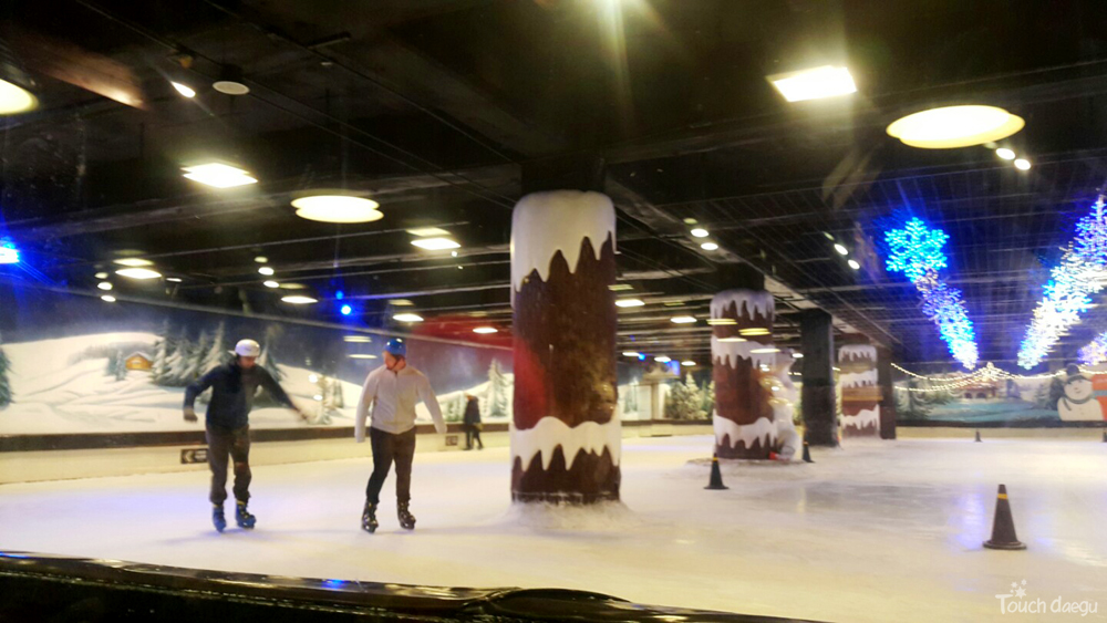 Outdoor and Indoor Ice Skating Rinks in Daegu: 83 Tower Ice