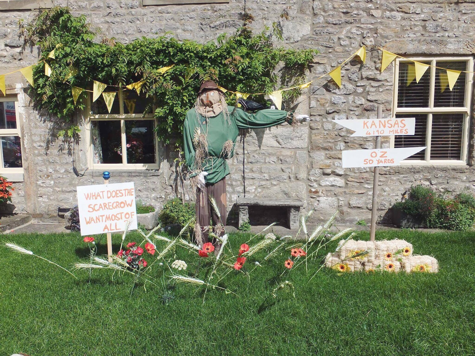 Kettlewell-Wizard-Of-Oz-Scarecrow