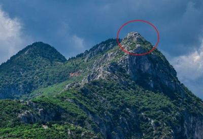 βουνό σχηματίζεται το πρόσωπο του Δία