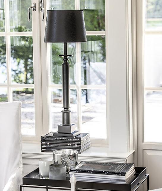 Lampfoten Penfold från Hallbergs hos Longcoast Living.