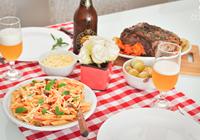 mesa de almoço macarrão